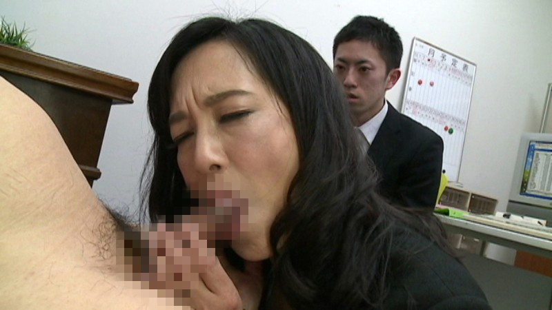 服部圭子の熟女フェラ