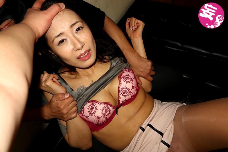 人妻を買い取り強制撮影! 調教部屋で凌辱されるセレブ美熟女 森下美緒 8枚目