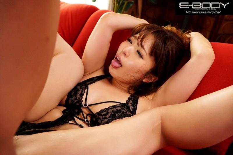 誘惑妻のムッチムチ食い込み肉感コス 桃瀬友梨奈 画像3