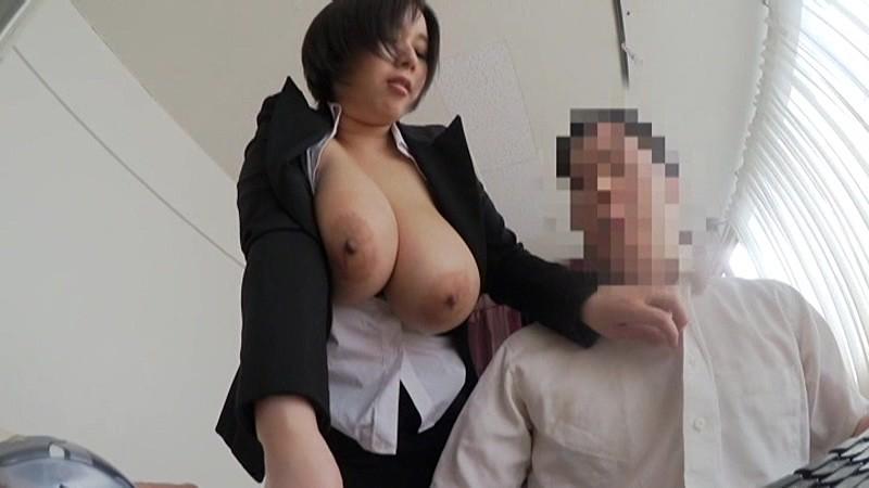 ぽっちゃりでムチムチでデカパイの痴女OL、塚田詩織の誘惑フェラプレイエロ動画。