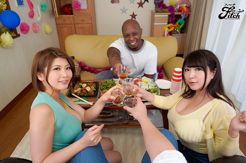 【VR】【Fitch肉感VR】黒人留学生がホームステイ! 歓迎会でお土産の強いお酒に敵わずウトウトしている間に妻と義妹が目の前で爆乳揉みしだかれ雄々しいデカマラにハメられてしまい… 推川ゆうり,優月まのサンプル画像