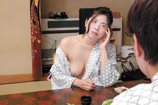 【おっぱい】旅館にて、泥酔な浴衣姿の痴女OLの、胸チラ無料H動画!【痴女、OL動画】