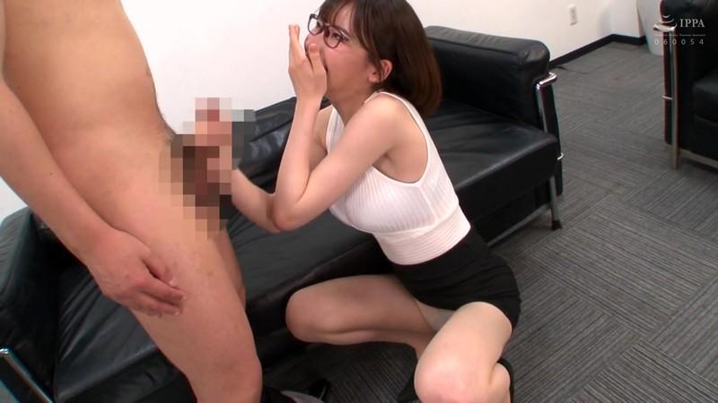 オフィスで誘惑するパンスト痴女OL 深田えいみ 1枚目