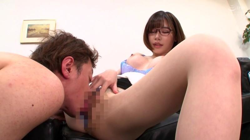 オフィスで誘惑するパンスト痴女OL 深田えいみ 3枚目