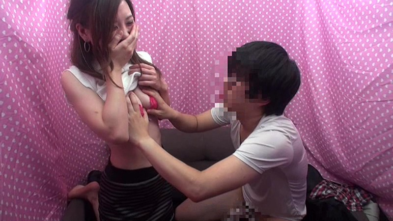 【素人即ハメ】華奢でエロい美乳の素人美人娘の、羞恥セックスパンチラプレイがエロい。