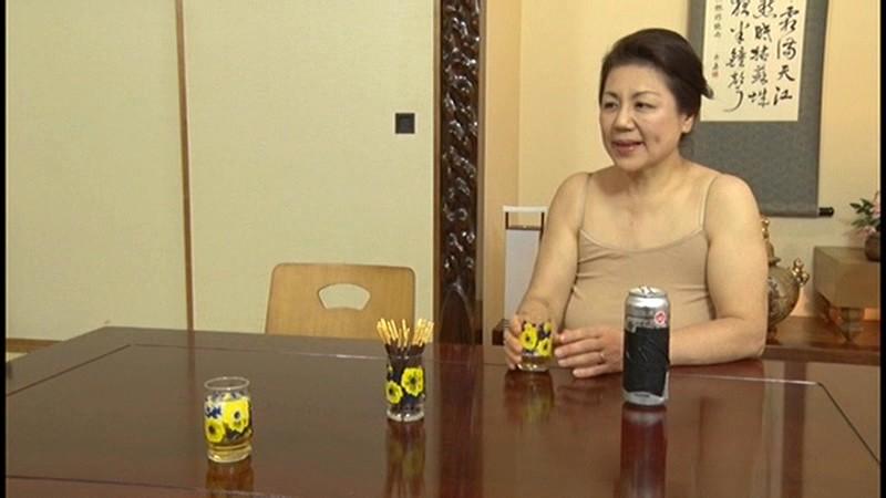本生近親相姦優しい包容力で息子の股間を癒す還暦の母 富岡亜澄|無料エロ画像11