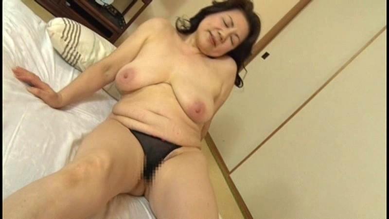 本生近親相姦優しい包容力で息子の股間を癒す還暦の母 富岡亜澄|無料エロ画像5