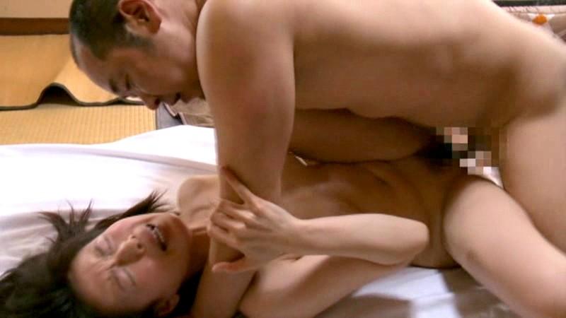 スケベスレンダーな美乳で巨乳の人妻熟女の、フェラエロ動画!【人妻、熟女、おばさん動画】