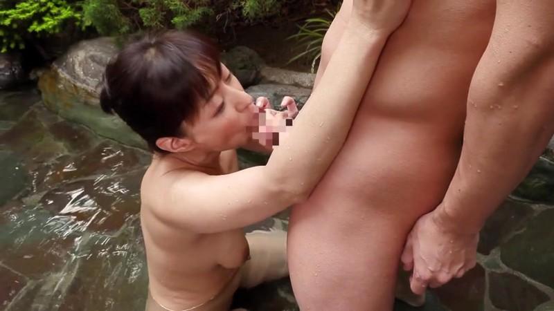 母子二人の温泉旅行で息子の巨根に堕ちた母...