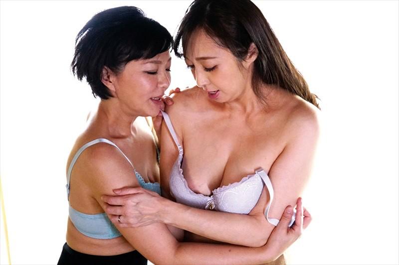 五十路レズビアン 美熟女たちの饗宴 絡み合う舌先と完熟マ●コ濃密性交 画像2