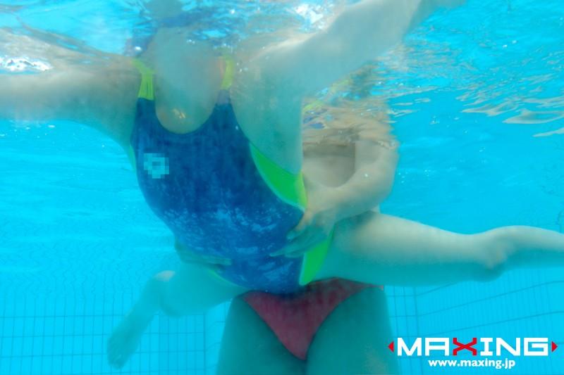 横山美雪 競泳水着を完全着衣のまま腰を振りまくる 10