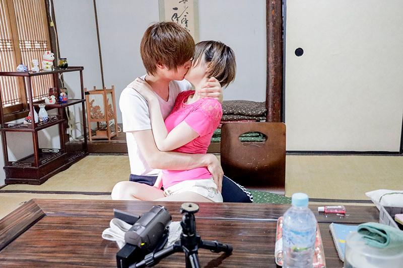 Y●uTuberの彼女は一ヶ月で一万円生活を始めてみたがエロ過ぎて配信出来ない動画を次々と撮影してしまう 月乃ルナ 10枚目