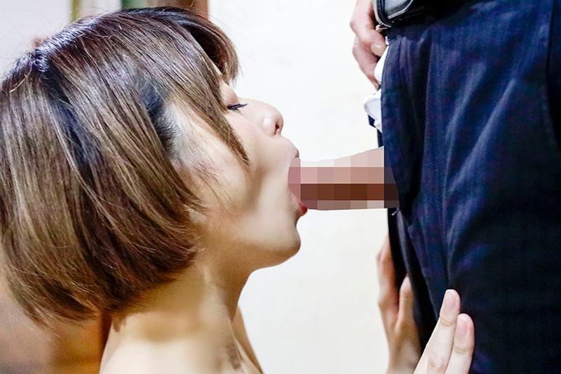 Y●uTuberの彼女は一ヶ月で一万円生活を始めてみたがエロ過ぎて配信出来ない動画を次々と撮影してしまう 月乃ルナ 13枚目