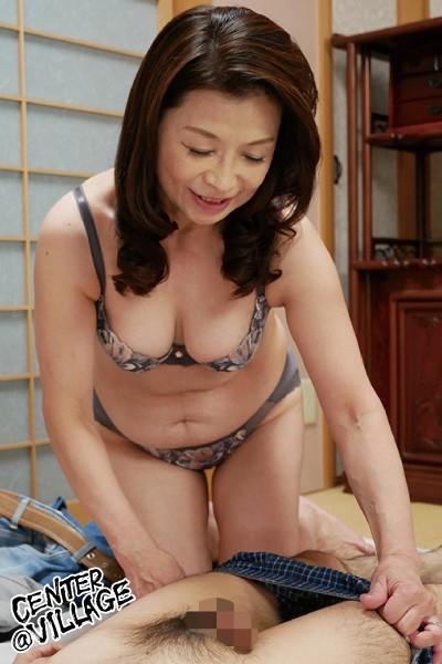 「初めてがおばさんと生じゃいやかしら?」童貞くんが人妻熟女と最高の筆下ろし性交 遠田恵未 2枚目