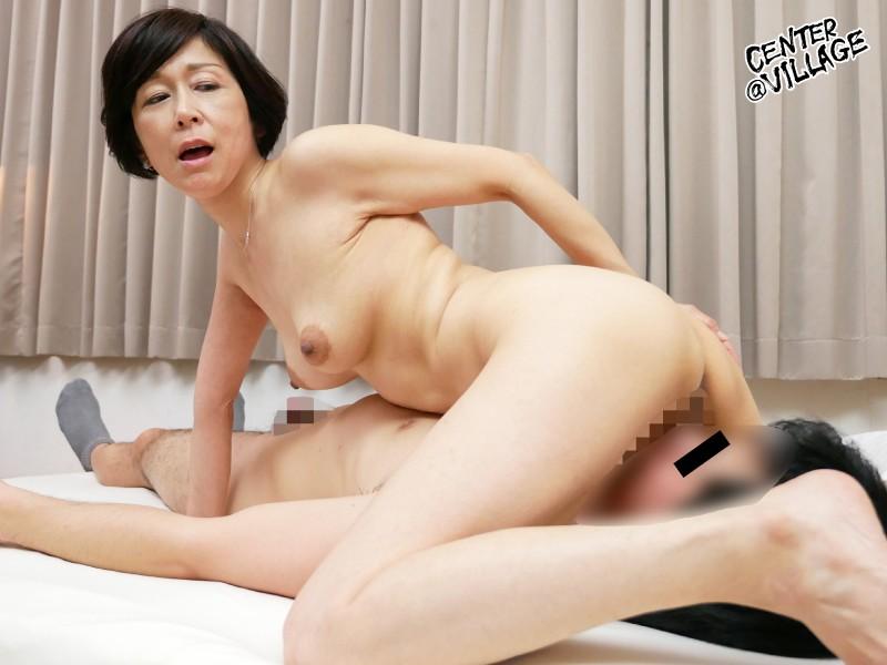 「初めてがおばさんと生じゃいやかしら?」童貞くんが人妻熟女と最高の筆下ろし性交 堀美也子 キャプチャー画像 3枚目