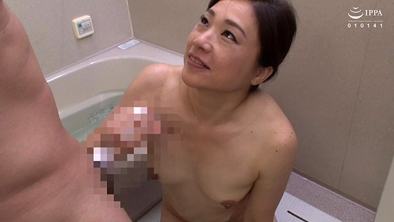 熟女人妻が敏感な亀頭を執拗にぐちゅぐちゅ責めあげるネチっこい手コキ 30人4時間 の画像20