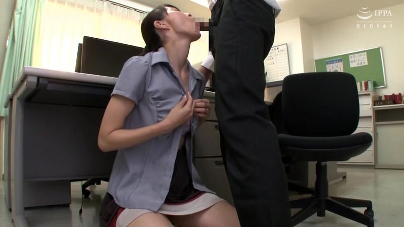 校内で1発!!学業のストレスを熟女教師の口内発射フェラですっきり解消!!30人4時間 画像11