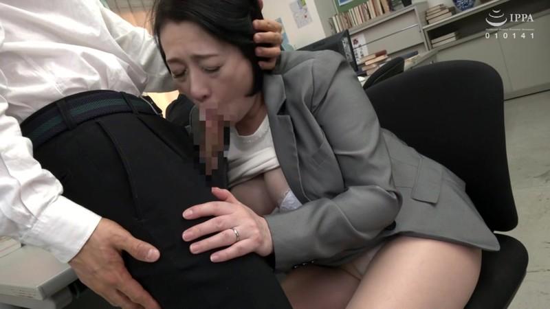 校内で1発!!学業のストレスを熟女教師の口内発射フェラですっきり解消!!30人4時間 画像20