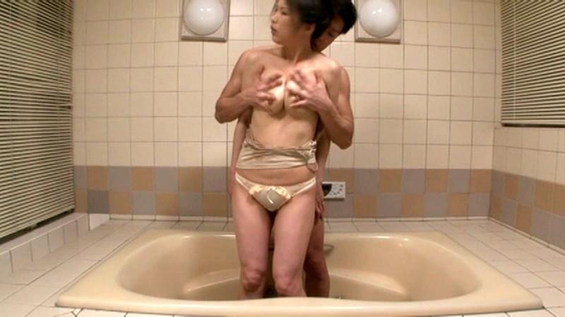 極太の張型チンポでイキまくる美脚妻 中野彩