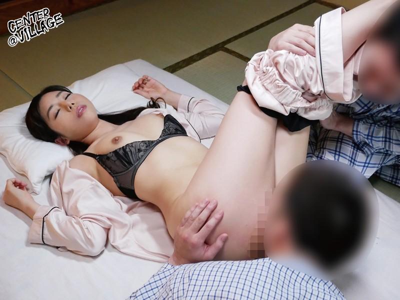 甥っ子二人にスケべ色した乳首を吸われ欲情する叔母さん 城山若菜 の画像5