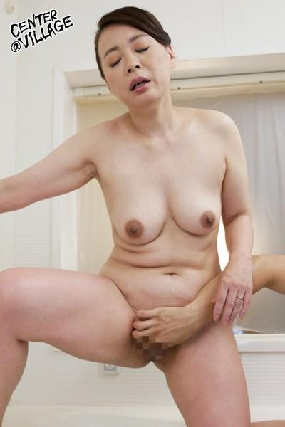 先っぽまでは挿入させてくれる母とのギリギリ相姦 佐倉由美子 画像7