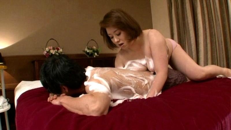近親相姦 ふっくら母さんの泡とろ洗体中出し交尾 近江なみ の画像7