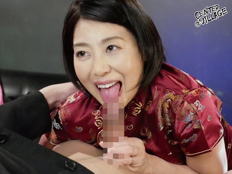 地方で見つけた!こっそり本番させてくれる熟女ピンサロ嬢 澤田一美 の画像6