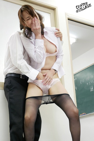 IQQQ-013 Studio Center Village - This Married Woman Teacher Was Having In Orgasm In Class And Couldn't Make A Sound, So She Started Dripping 10 Times The Amount Of Pussy Juices That She Normally Sprays When Cumming Reiko Sawamura