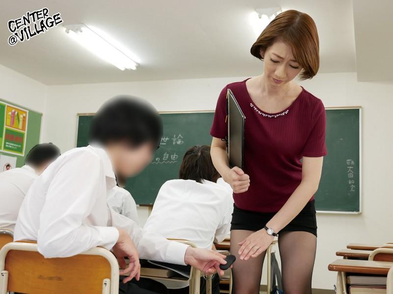 声が出せない絶頂授業で10倍濡れる人妻教師 岡村麻友子 画像2