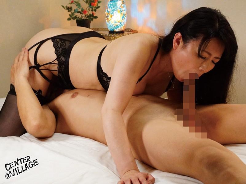 官能的な下着姿で男たちを惑わせる淫乱ミセスの妖艶ランジェリー性交 三浦恵理子