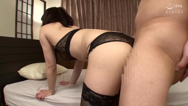 官能的な下着姿で男たちを惑わせる淫乱ミセスの妖艶ランジェリー性交DX 10人20SEX4時間 画像10