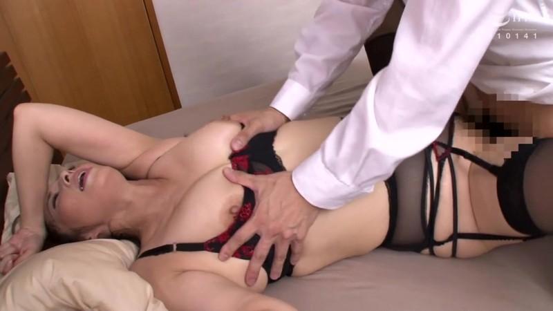 官能的な下着姿で男たちを惑わせる淫乱ミセスの妖艶ランジェリー性交DX 10人20SEX4時間 画像2
