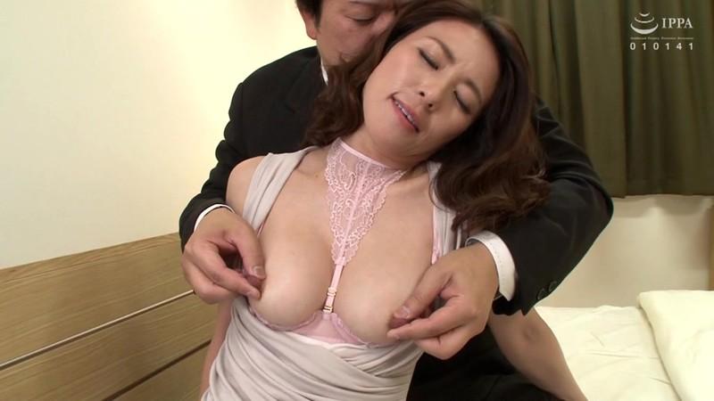 官能的な下着姿で男たちを惑わせる淫乱ミセスの妖艶ランジェリー性交DX 10人20SEX4時間 画像5