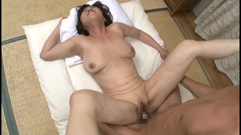 初撮り五十路妻ドキュメント 寺島千鶴