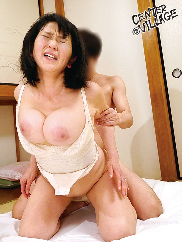 初撮り五十路妻ドキュメント 上島美都子 画像5