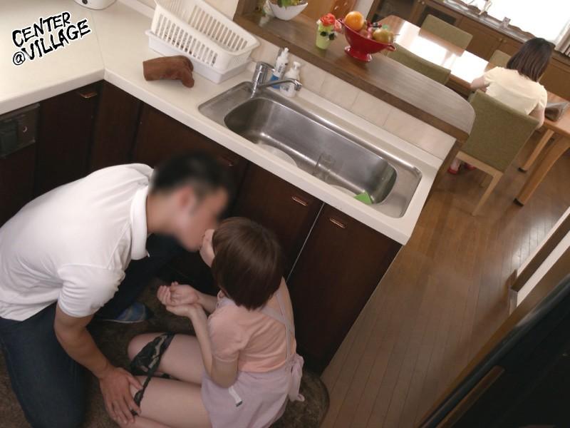 娘の彼氏に膣奥を突かれイキまくった母 岡村麻友子 画像3