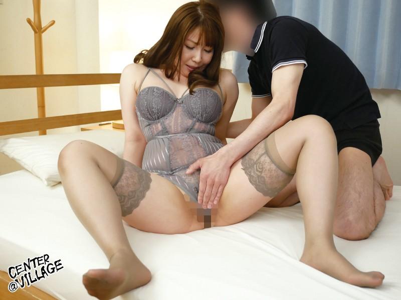 彼女の母親がエロ下着と中出しで彼氏を誘惑しはじめた 影井美和 2
