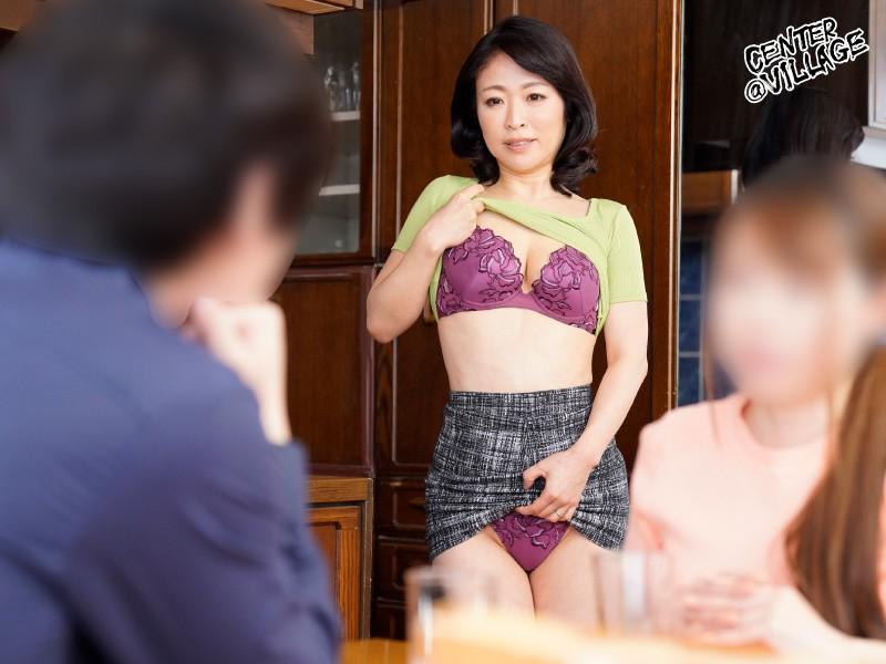 彼女の母親がエロ下着と中出しで彼氏を誘惑しはじめた 青山涼香 キャプチャー画像 1枚目