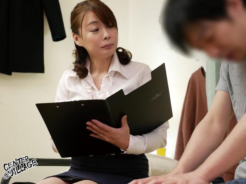 婚活中の男性に自信を持たせるために中出しセックスさせてくれる結婚相談所のおばさんコンサルタント「あなたを幸せにするお手伝いに参りました」 佐倉由美子 キャプチャー画像 5枚目