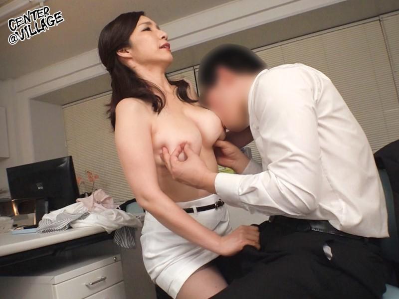 美人な上司はド変態 イライラするとムラムラしてしまうドS女部長が、できない部下と会社で自宅で痴女セックス 黒木まり 3枚目