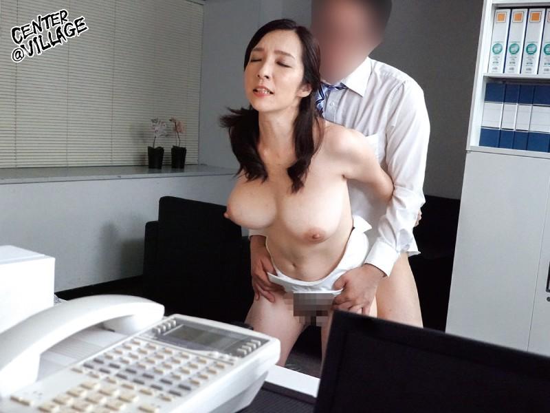 美人な上司はド変態 イライラするとムラムラしてしまうドS女部長が、できない部下と会社で自宅で痴女セックス 黒木まり 5枚目