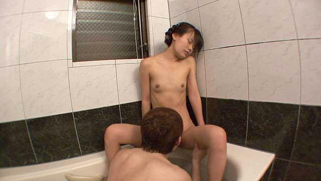 娘と淫行 ロリ体型の娘の裸遊戯 父と娘の背徳禁断セックス実録|無料エロ画像14