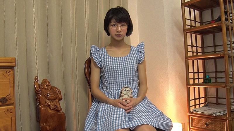 この娘、メガネっ娘なのに…脱いだらすっごい筋肉でした!! まなかかな 画像1