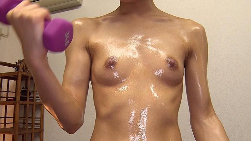 この娘、メガネっ娘なのに…脱いだらすっごい筋肉でした!! まなかかな 画像3