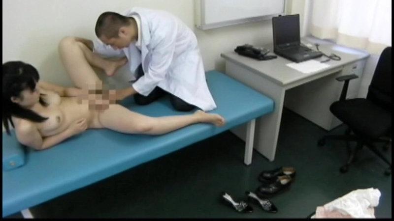 医療行為の名のもとにエロ診察をする悪徳な医師 キャプチャー画像 2枚目