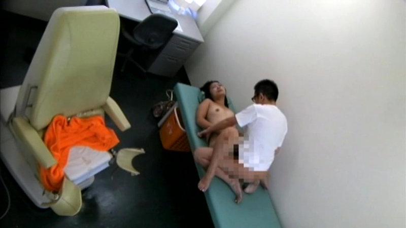 泥酔女性を診察台に乗せ、やりたい放題の内科医逮捕前動画 キャプチャー画像 10枚目