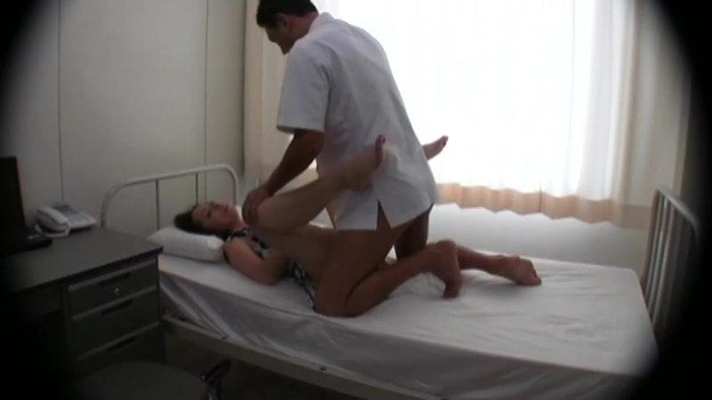泥酔女性を診察台に乗せ、やりたい放題の内科医逮捕前動画 キャプチャー画像 15枚目