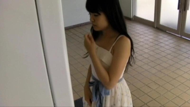 千葉県某スタジオ自販機直下型パンモロ キャプチャー画像 1枚目