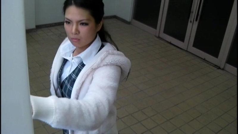 千葉県某スタジオ自販機直下型パンモロ キャプチャー画像 11枚目