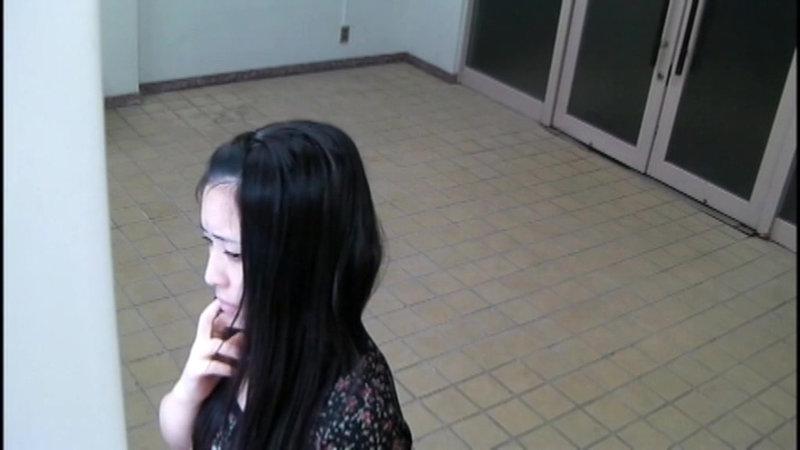千葉県某スタジオ自販機直下型パンモロ キャプチャー画像 13枚目